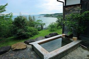 1日5組限定の能登の宿「ふらっと」。絶景露天風呂と獲れたて魚介のイタリアンを楽しむ