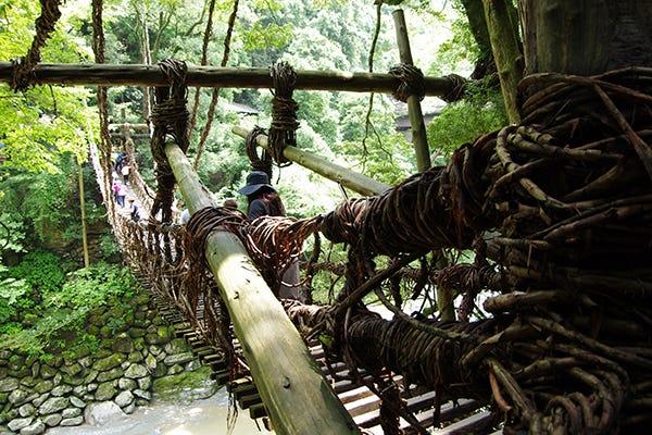 橋 かずら アクセス の 祖谷 日本三大秘境の1つ祖谷渓へ。かずら橋や小便小僧のアクセスや見どころをご紹介