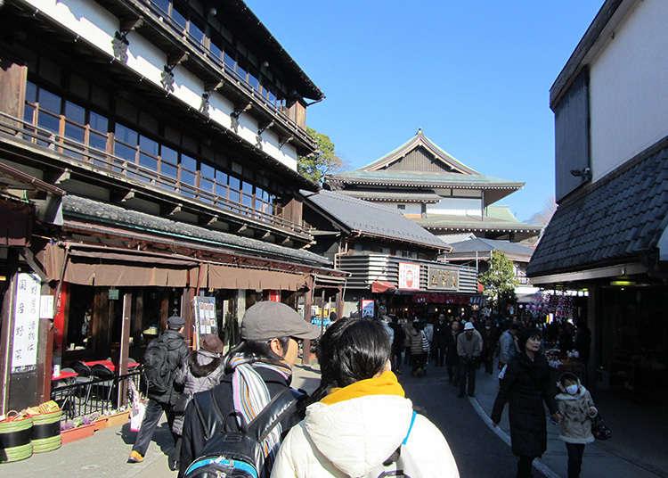 Jalan menuju kuil di gunung Narita adalah pasar belut terkenal