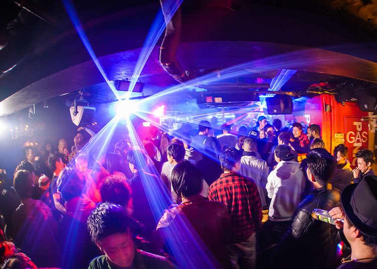 Suasana pesta pada setiap hari di kelab malam popular
