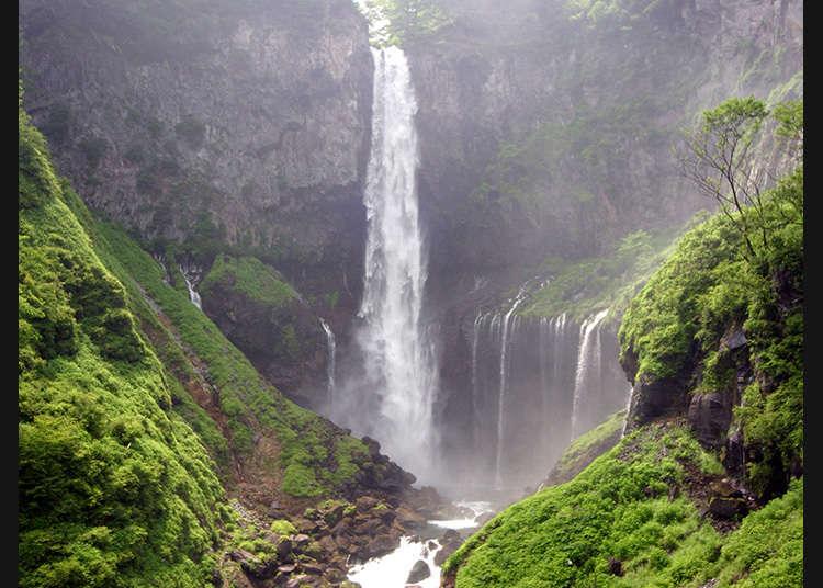 Salah Satu Air Terjun Tertinggi di Jepang yang Menakjubkan