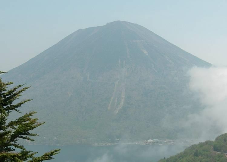 日本百大山之一的男體山