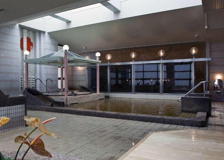 Menikmati kolam air panas semula jadi