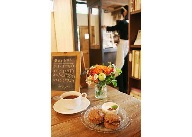 4. Schatz Kiste: Relax in a Classic Maid Cafe Tokyo Environment