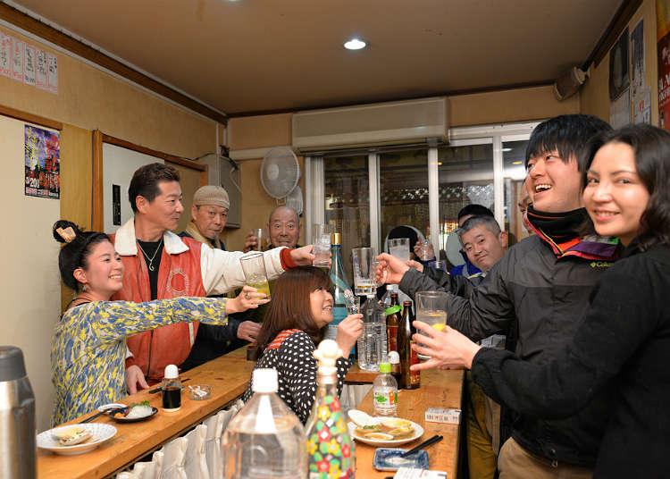 ''Sashimiya Gotsubo'', Kedai Minum Berdiri yang Penuh dengan Kehangatan
