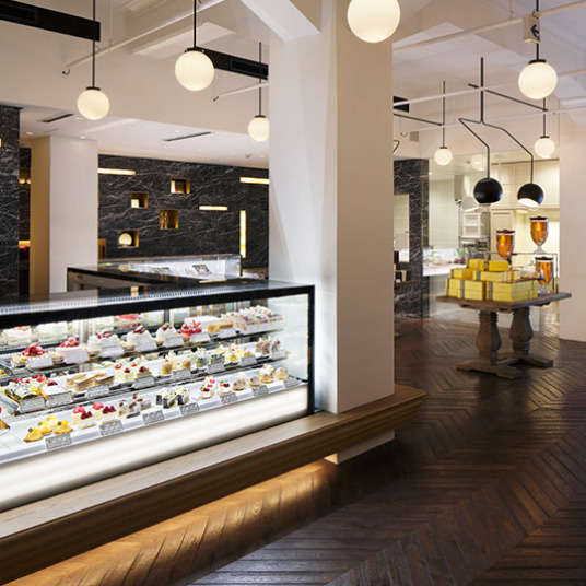 Things to do during the free time of a sightseeing tour! Take out sweets in Ginza