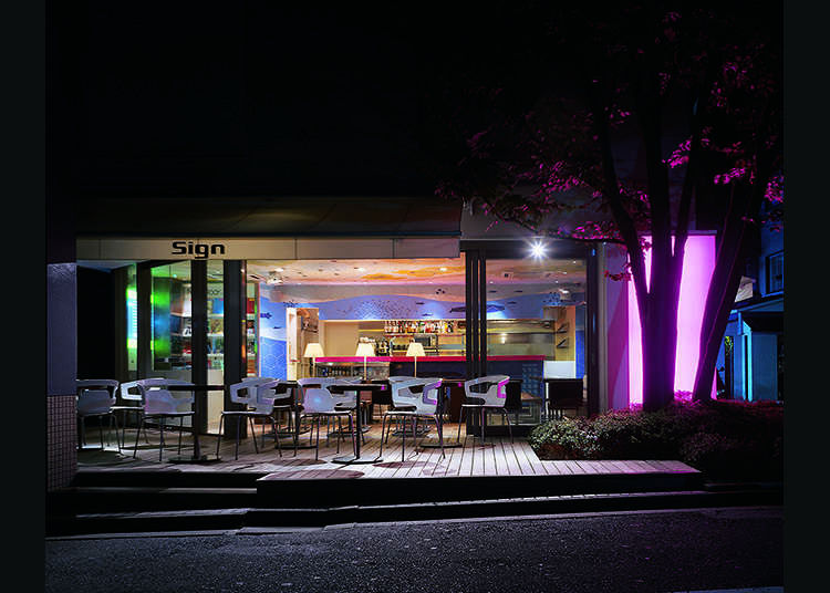 4. Sign Daikanyama - Terrace seats looking out onto the streets