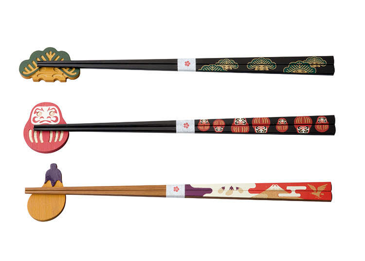A set of urushi-bashi (urushi lacquered chopsticks) and hashi-oki (chopstick rest)