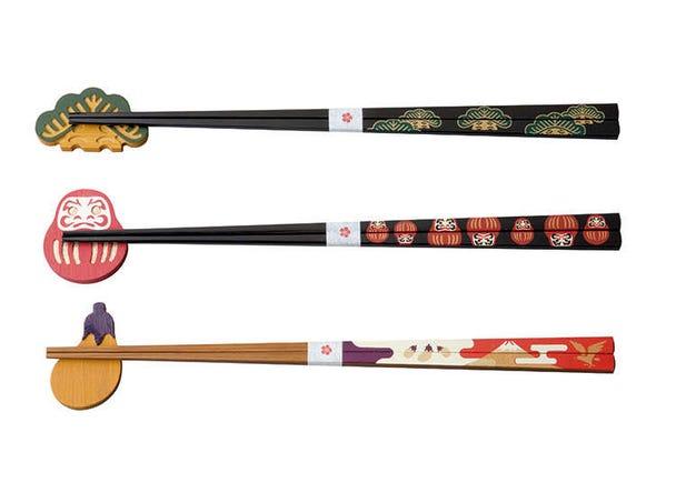 樣式可愛的漆筷與筷枕的組合