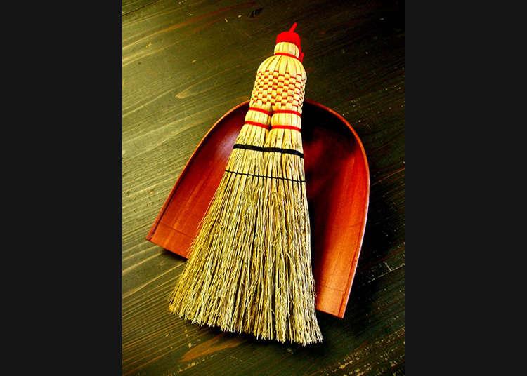 """Edohoki"" (Sapu Tradisional Zaman Edo) yang Masih Cocok Digunakan di Kehidupan Modern"