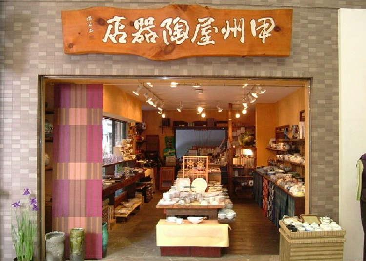 """Mencari pinggan mangkuk di """"kedai tembikar Koshuya"""""""