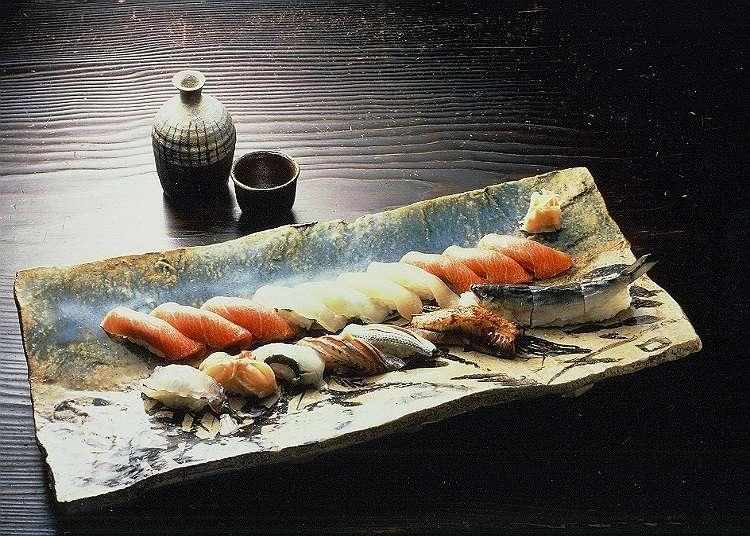 在高級壽司店享受豪華的午餐時光