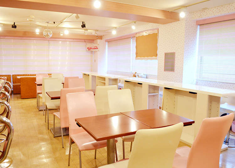 2. Visit Akihabara's classic maid cafes, where you can enjoy Moe culture