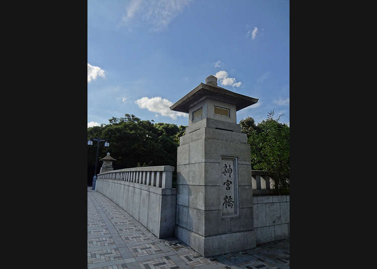 Crossing Jingu-bashi (Jingu Bridge)