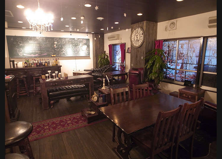 Pergi ke Kafe yang Populer di Kalangan Fujoshi