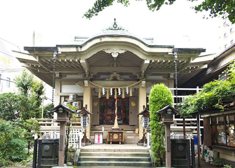 """Yasaki inari Jinja"" dengan bumbung emerald."