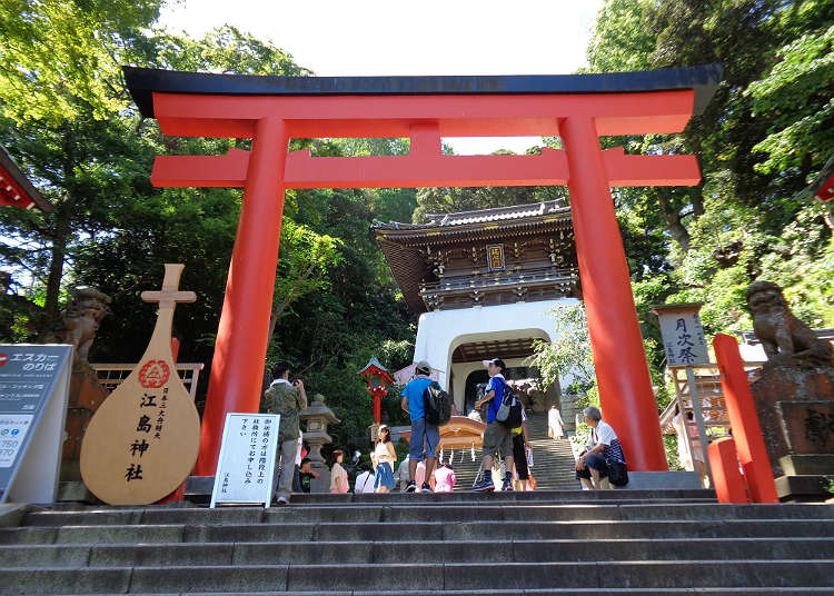 Pay a visit to Enoshima-jinja Shrine
