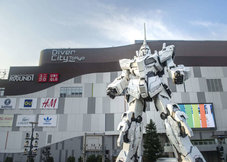 11. Snap a selfie in front of the Gundam Unicorn statue!