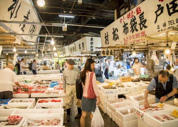 Exploring Around Tokyo's World-Famous Tsukiji Outer Market!
