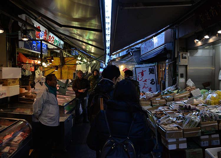 ตลาดด้านนอกที่มีร้านค้ากว่า400 ร้าน
