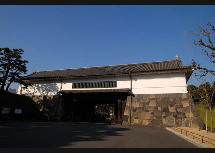 Istana Edo sama dengan Istana Maharaja Tokyo