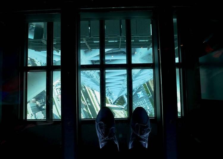 到340樓,挑戰比想像中刺激的透明地板