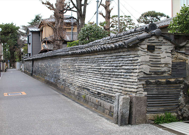 3. Walking beside the Tsuijibei (roofed mud walls): Creating an air of temple district in Yanaka
