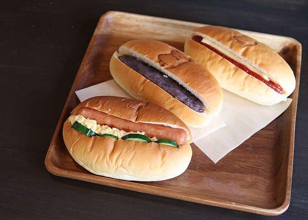 Memakan Roti Hotdog Lembut di Toko Roti Ohira-sei Pan
