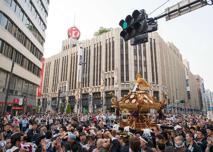미코시(신을 모신 가마)가 행진하는 '하나조노 신사 예대제'
