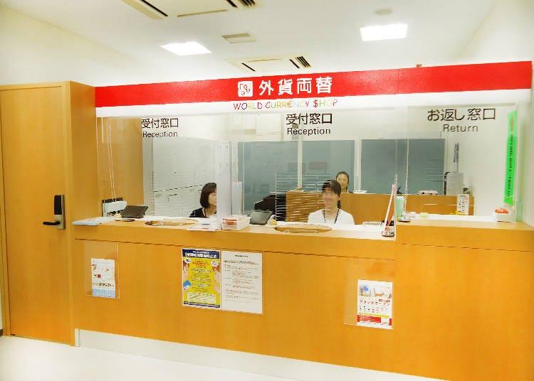 The World Currency Shop at Shinjuku Minamiguchi Keio Mall Annex: Right by Shinjuku Station and Backed by Mitsubishi UFJ Financial Group.