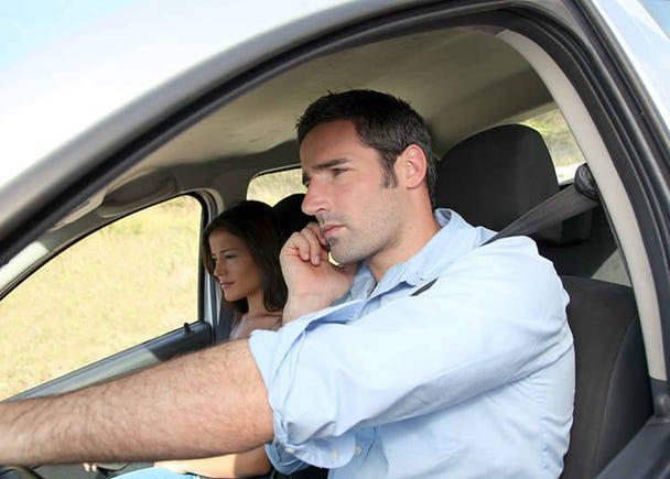 Penggunaan telefon bimbit semasa memandu adalah satu kesalahan