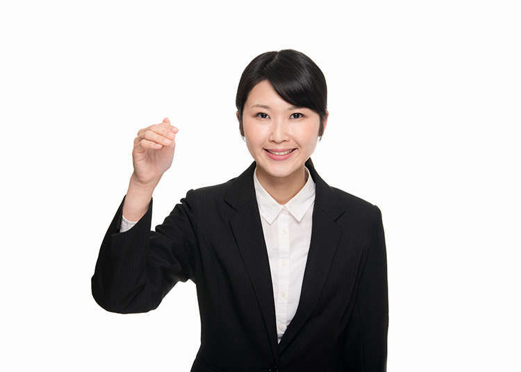 """The """"come here"""" Japanese hand gesture"""