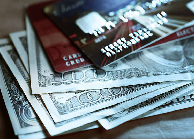 現鈔與 Visa/Master 金融卡(Debit Card)