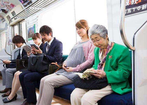 乘坐电车等公共交通工具时应注意的礼仪