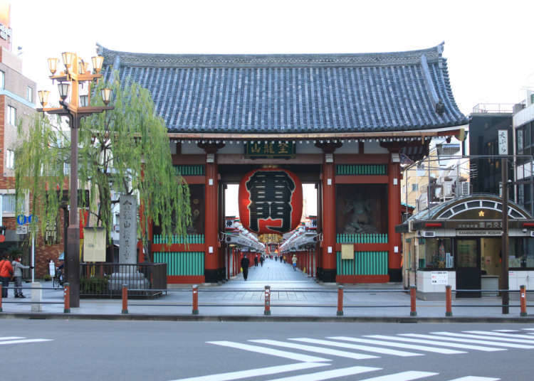 Flourishing public entertainment in Asakusa and Ueno
