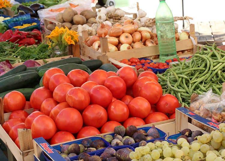 Belanja Sayur Segar di Pasar Pagi