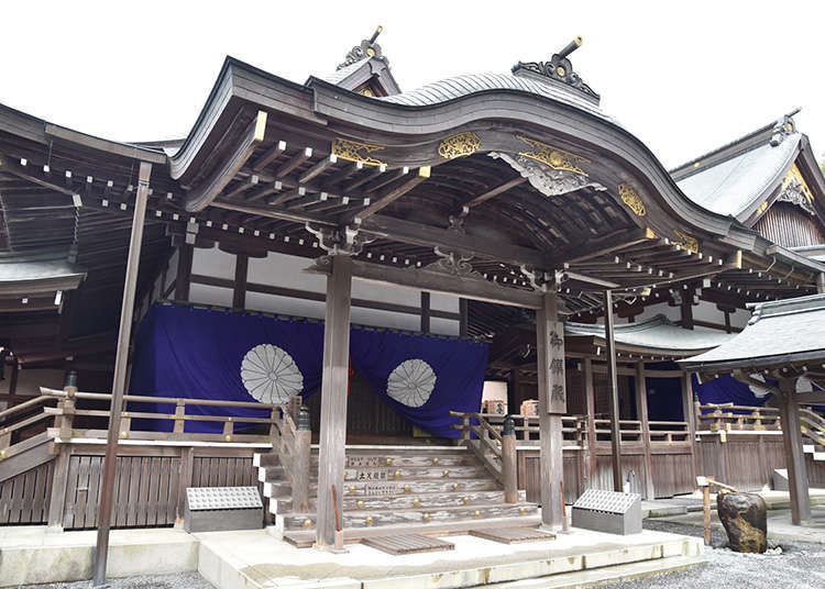The Architecture of Japanese Shrines and Temples