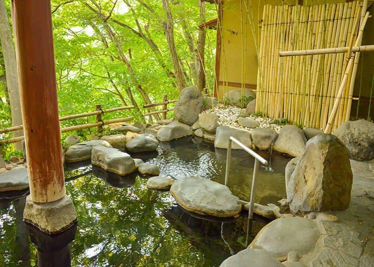 บ่อน้ำพุร้อนภายในและบ่อน้ำพุร้อนกลางแจ้ง
