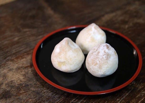 用傳統製法製作的日式菓子