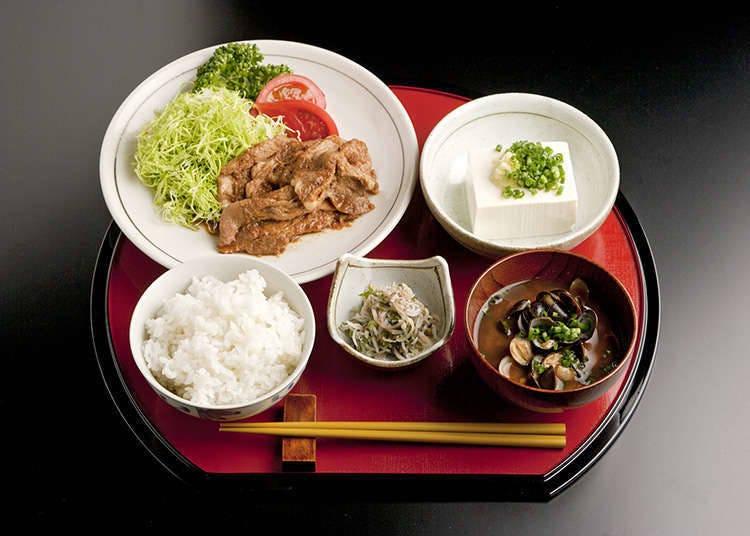 รูปแบบพื้นฐานของอาหารญี่ปุ่นคือกับข้าวสามซุปหนึ่ง