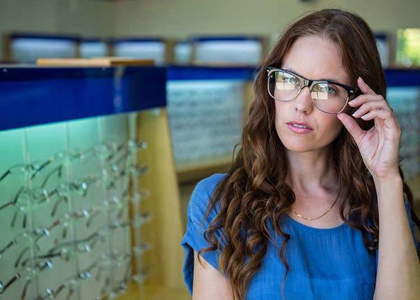 Mencoba Kacamata