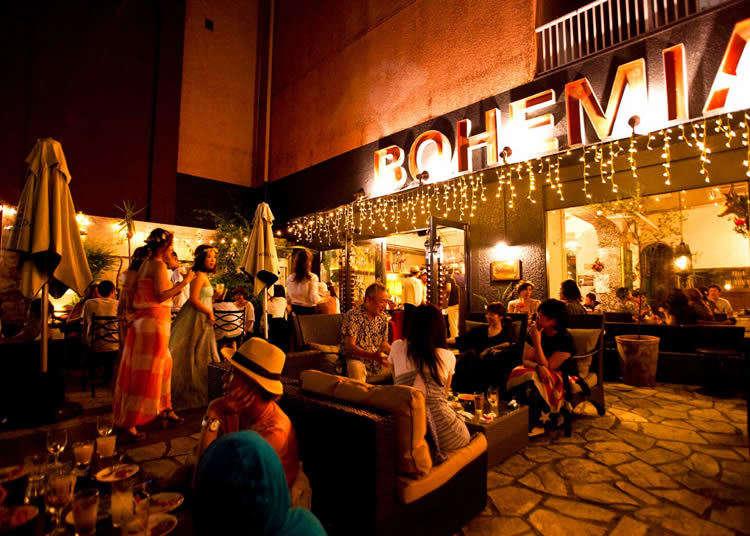 オープンテラスで上質な食事を!「Cafe Bohemia」