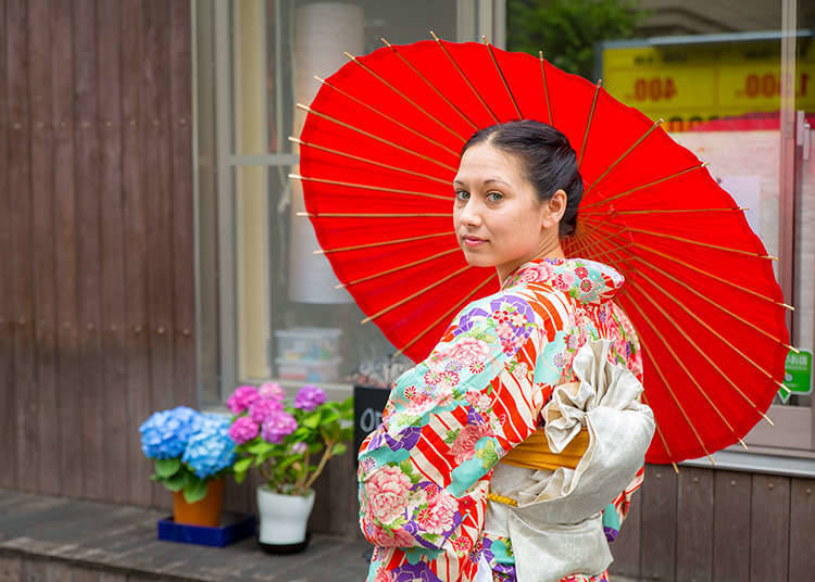 Take a Stroll in Asakusa While Dressed in an Authentic Kimono