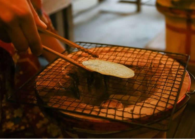 일본 전통 쌀과자 '센베' 굽기 체험