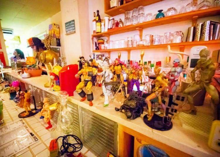 Inside Tokyo's Retro Gamer Paradise - 8bit Cafe! (Video)