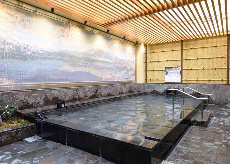 在新宿的中心部浸泡露天溫泉