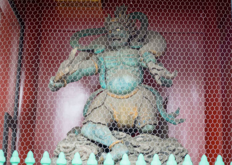 """""""Patung Dewa Petir (Raijin) dan Patung Dewa Angin (Fujin)"""" yang Berada di Gerbang Petir (Kaminarimon)"""