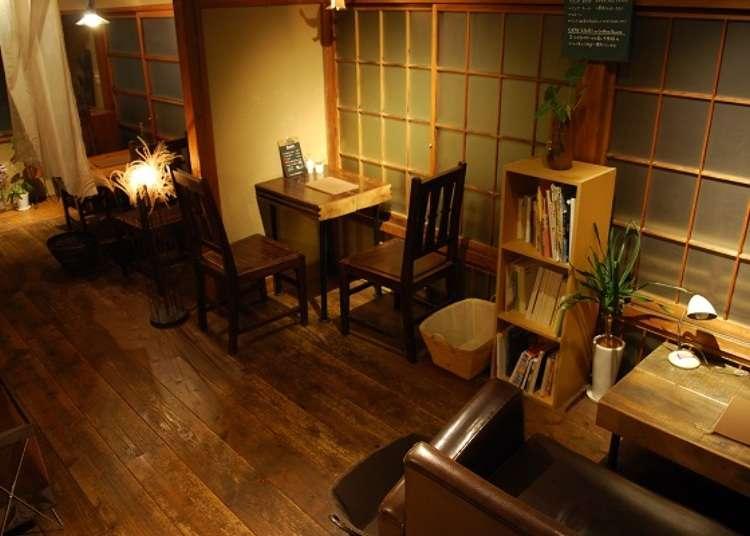Café rumah tua di gang belakang depan stasiun Atami