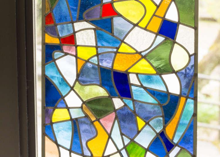 同时设立彩绘玻璃工房