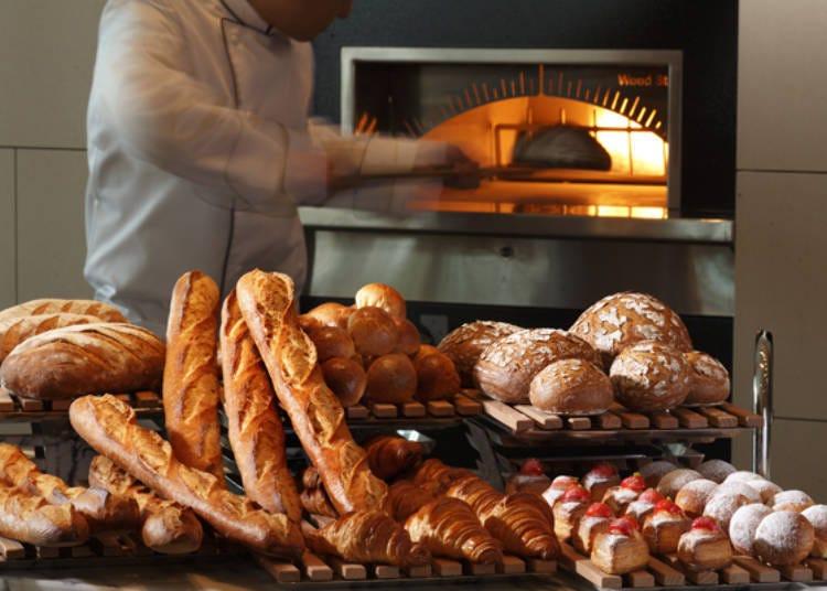 가마로 덥히는 빵은 갓 구운 맛